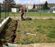 Le travail est long et fatigant car le terre colle à la pelle !