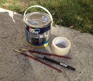 Pour ces travaux, il nous faut de la peinture, des pinceaux, du scotch et des bâches plastiques.