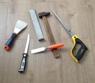 Outils utilisés pour découper les bords du parquet