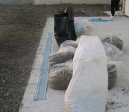 Le résultats du ramassage des pierres et de la terre de notre terrain.