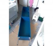 Mise en place des pieds du meuble de salle de bain