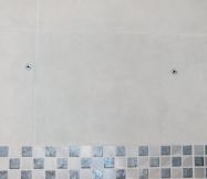 Perçage des trous des fixations du haut du meuble de salle de bain