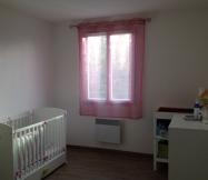 le rideau rose de la chambre de notre fille