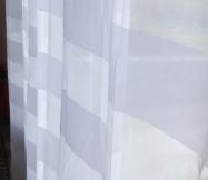 rideaux blancs avec des rayures