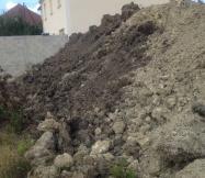 terre dégagée suite aux travaux sur notre terrain