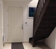 Notre escalier en sapin teint couleur wengé