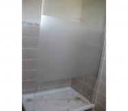 Fixation de la paroi de douche