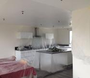 La peinture du plafond de notre cuisine vient d'être réalisée.