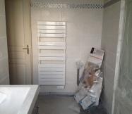 seche_serviette_monte_salle_bain_maison_phenix-jpg