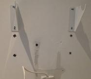 Voici tous les trous laissés par l'ancien radiateur.