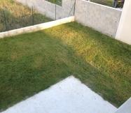 Vue des nos fenêtres du résultat de notre travail sur la pelouse.