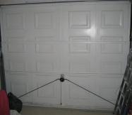 La porte de garage de notre maison n'est pas isolée et laisse passer énormément de froid.