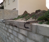 Finition du dessus de notre mur de clôture Phénix