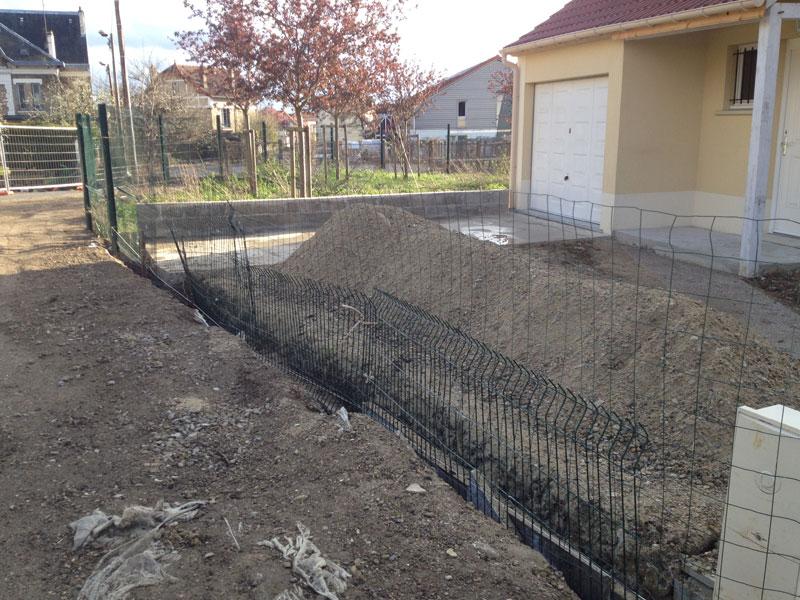 Creusage des fondations du muret de notre Maison Phénix.