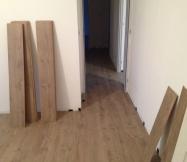 Le sol du couloir est posé.