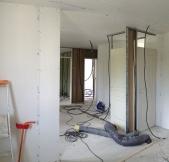 L'étage avec ses pièces en cours de travaux.