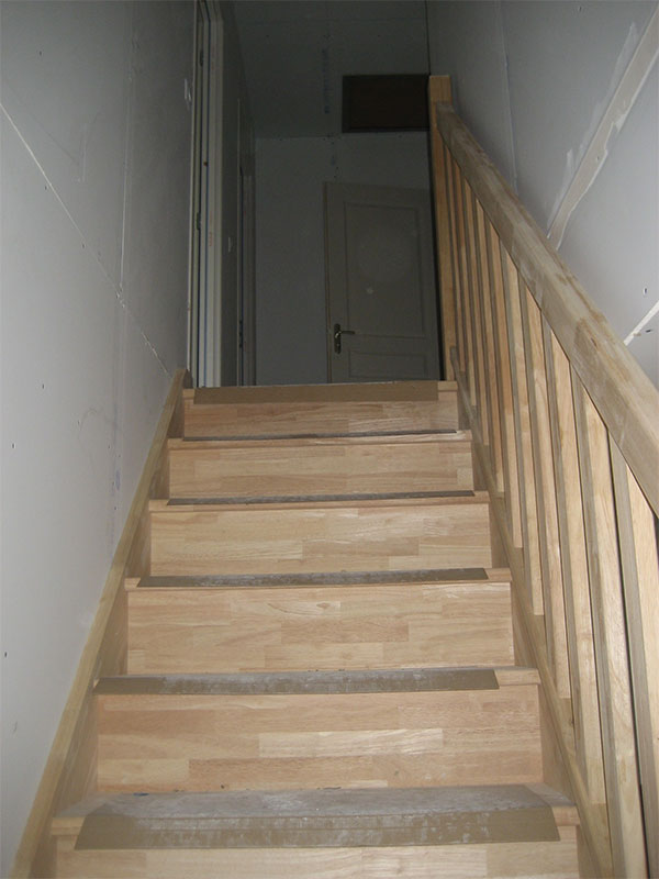 L'escalier est en sapin.
