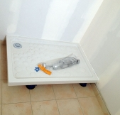 le baque de douche de la salle d'eau