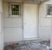 la porte d'entrée de notre maison