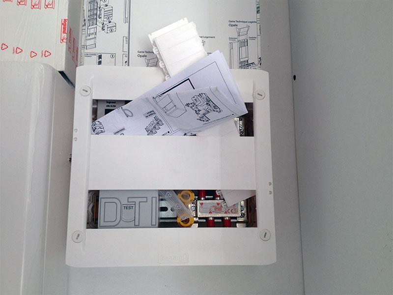 Boitier DTI qui permet d'y brancher une box Internet.