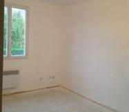 Première couche de peinture dans une des chambres de notre Maison Phénix.