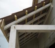 Structure en bois du porche de notre Maison Phénix