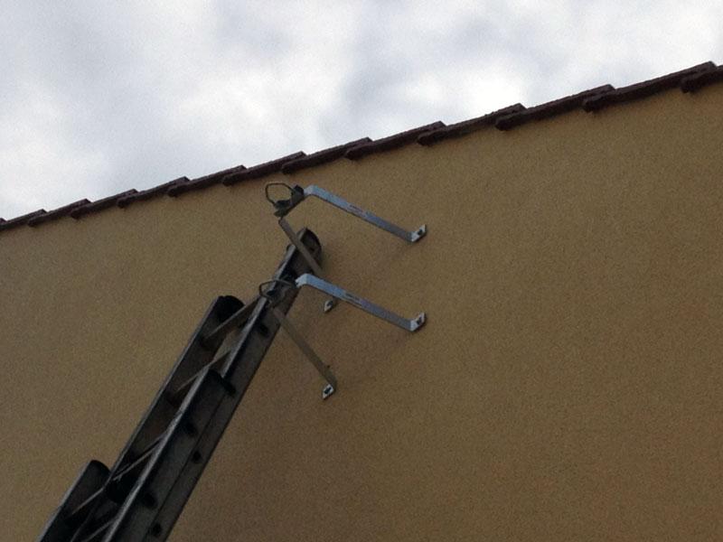 Mise en place d'un support pour y fixer le mat de l'antenne.