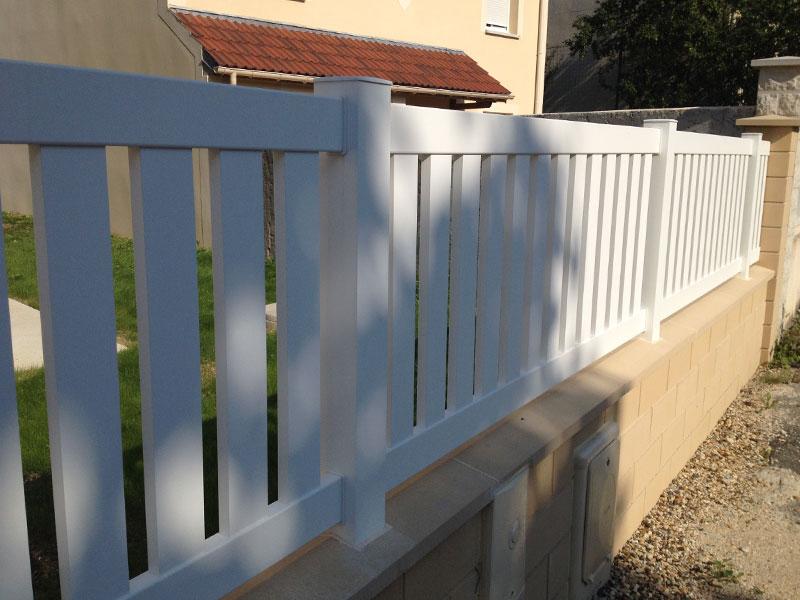 Travaux ext rieurs pose de la cl ture du portail et portillon ma maison phenix for Cloture maison aluminium