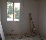 Passage des fils électriques dans les pièces de notre Maison Phénix