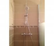 douchette, flexible et barre de douche