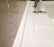 Joint de silicone réalisé entre notre vasque et notre mur.