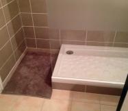 Mise en place du tapis de bain pour la prochaine étape, le test de notre douche.