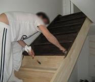 Appliquation de la teinture wengué sur notre escalier Phénix