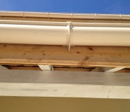 Une des planches de notre porche n'est même pas pré-peinte