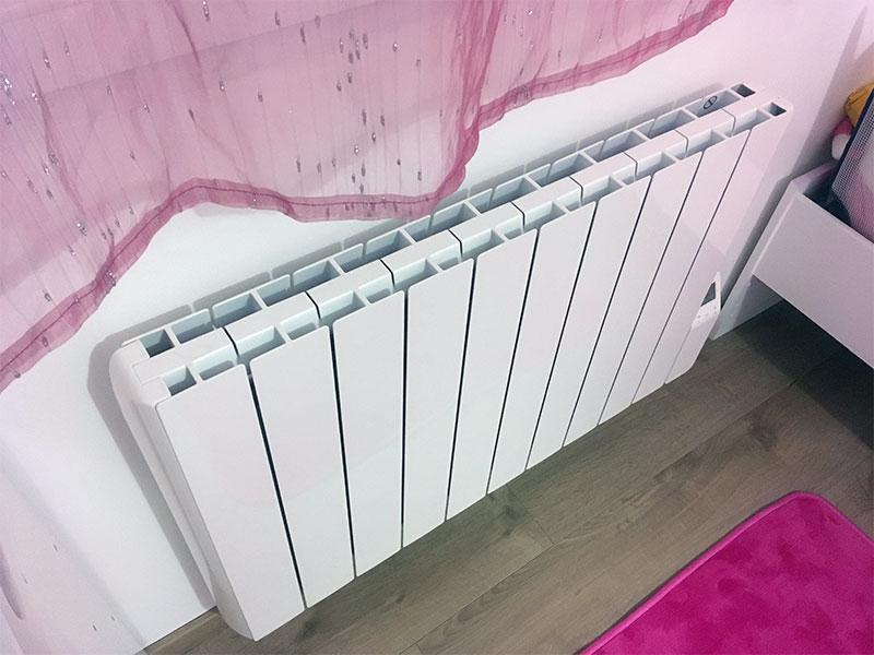 La chambre d\'enfant a maintenant son nouveau radiateur.