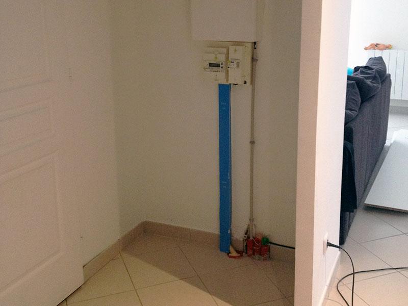 Voici notre compteur électrique et l'espace que nous souhaitons aménager.