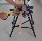 Sciage des tasseaux qui vont soutenir les planches du meubles à chassures.