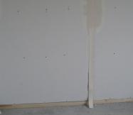 Début de la pose des bandes sur les murs de notre Maison Phénix