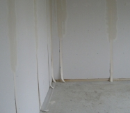 Les bandes sur les murs de notre Maison Phénix