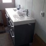 Travaux intérieurs : installation du matériel pour les pièces d'eau