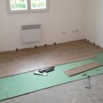 Travaux intérieurs : pose des sols de l'étage