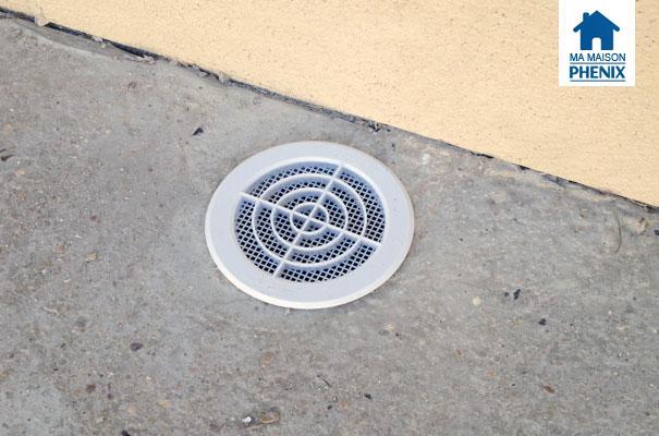 Travaux ext rieurs mise en place de grilles sur les sorties d 39 a ration du vide sanitaire ma - Grille ventilation vide sanitaire ...