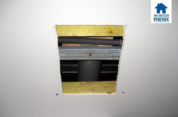 Maison Phénix : Fuite d'eau au plafond