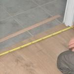 Travaux intérieurs : recollage des plinthes et mise en place des barres de seuil