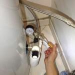 Travaux intérieur : Installation d'un réducteur de pression sur le ballon d'eau chaude